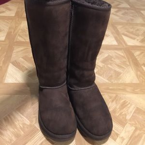 Ugg brown tall boots size 8